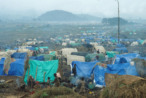Rwandan_refugee_camp_in_east_Zaire.jpg
